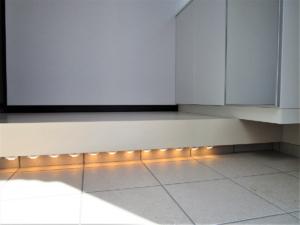 玄関内足元間接照明